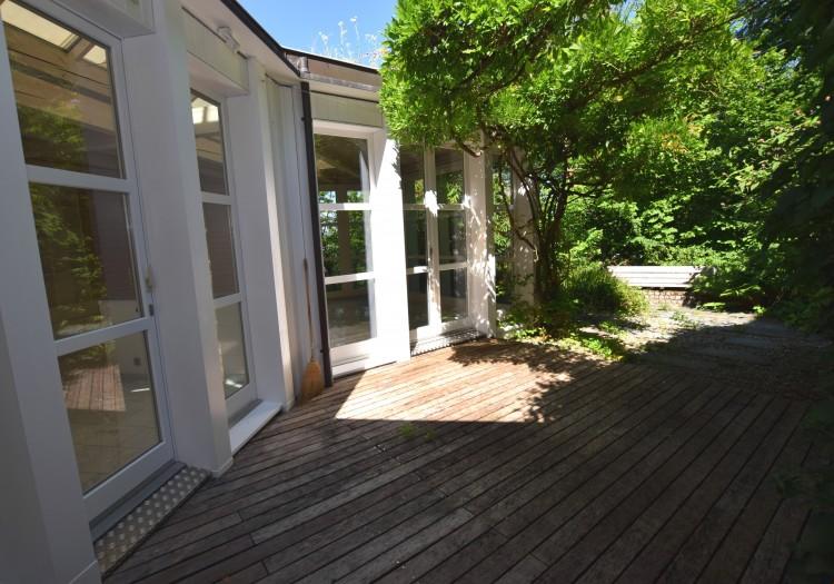 Pavillon mit Atriumgartensitzplatz
