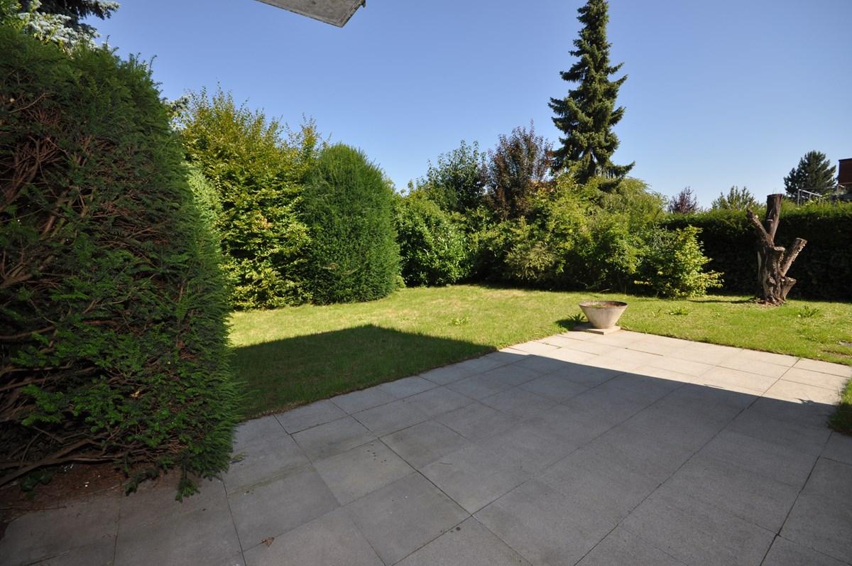 Gartensitzplatz mit Eckgarten