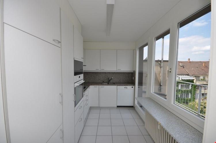 Küche mit Zugang zur Terasse