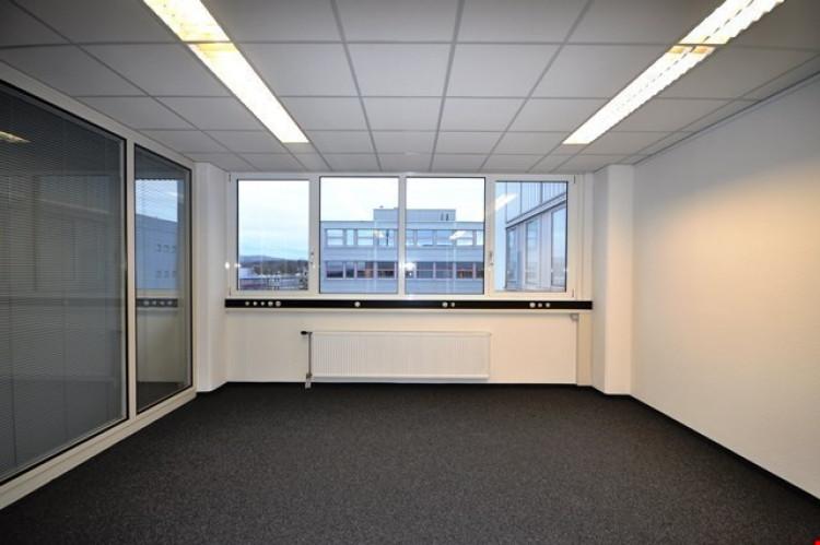 Separates Büro mit Fenster