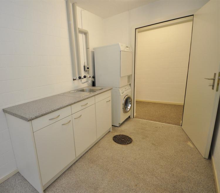 Neben Hobbyraum, eigene Waschküche im Sockelgeschoss