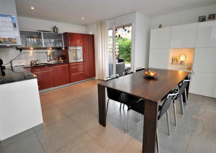 Küche mit Essplatz & Ausgang zum Gartensitzplatz