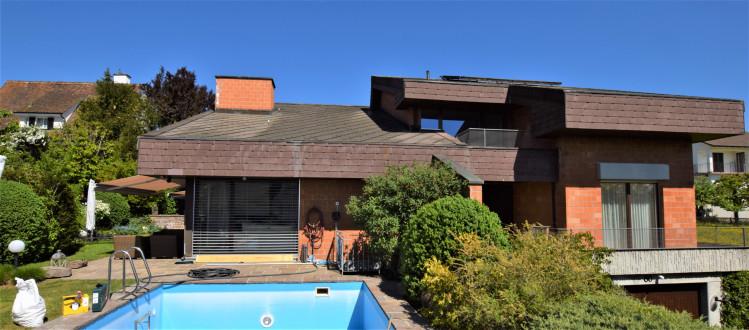 Villa mit Gartenschwimmbad