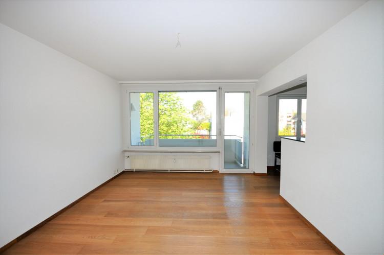 Wohnzimmer mit offene Küche