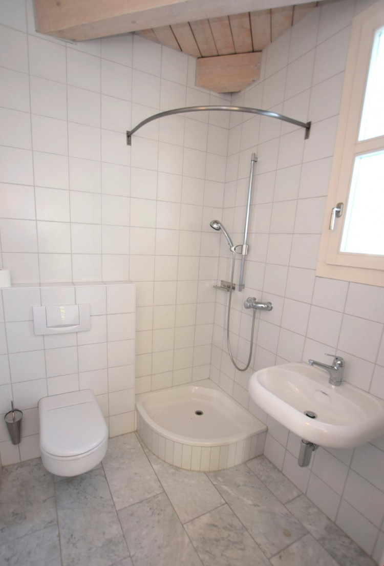 Gäste-WC mit Dusche
