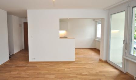 Wohnzimmer mit Essplatz u. Küche