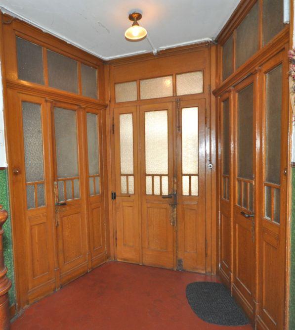Eingangstüren von Treppenhaus