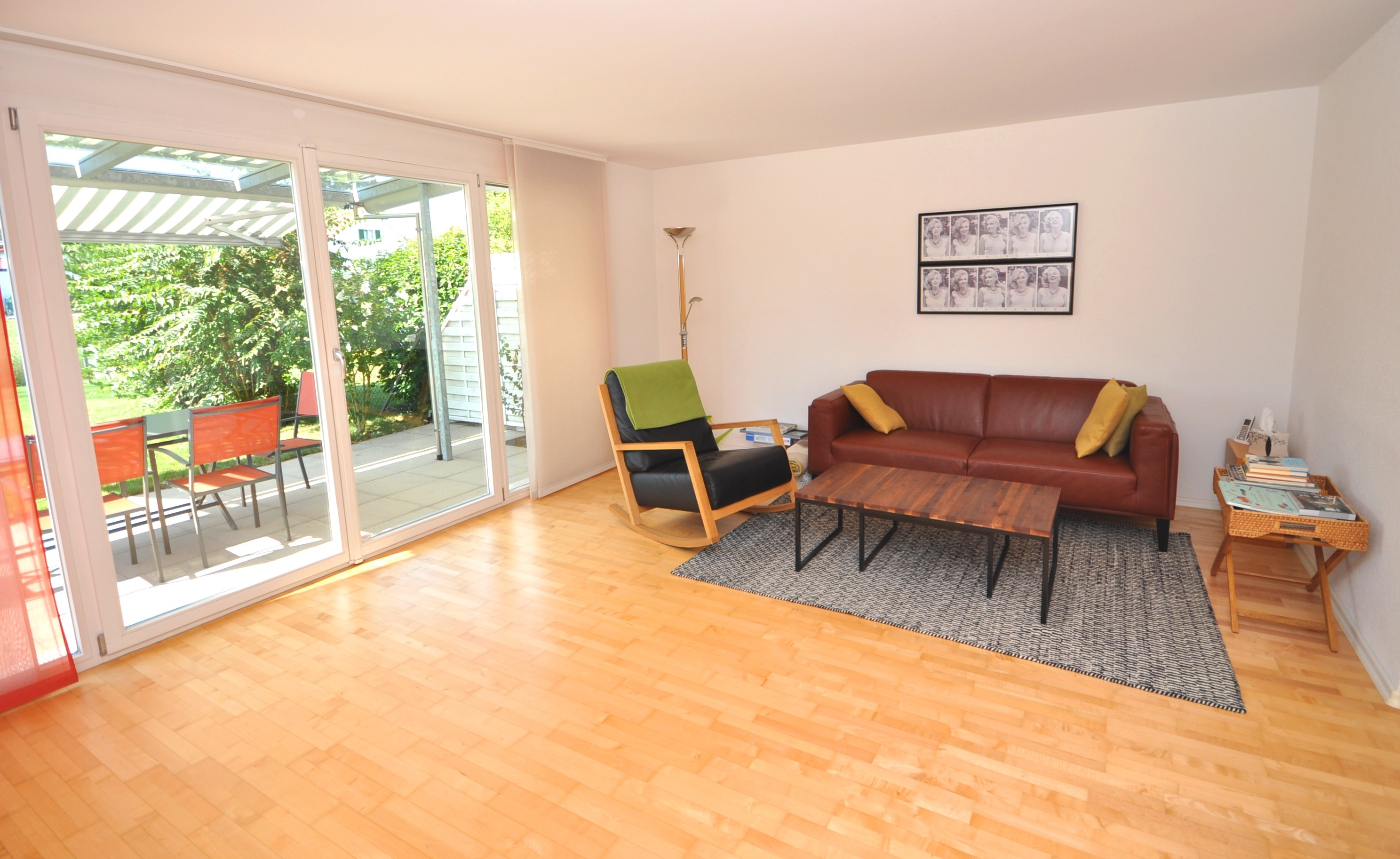 Wohnzimmer mit Ausgang zum Gartensitzplatz