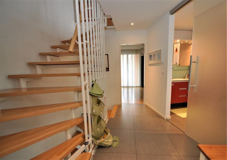 Vorplatz mit Treppenhaus im Obergeschoss