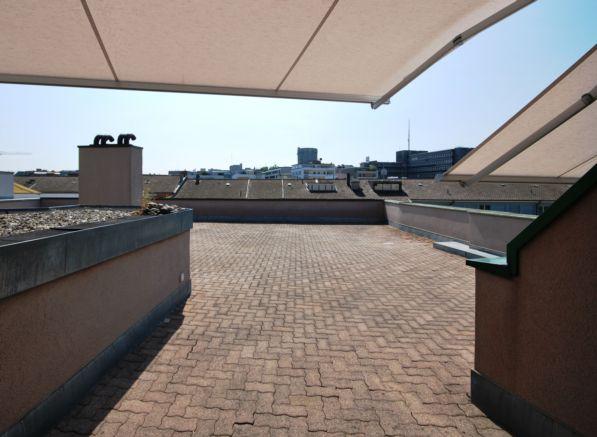 Ausgang auf Dachterrasse