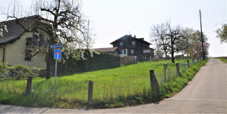 Eckparzelle Kirschgartenweg / Strengiweg