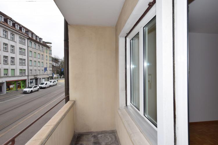 Balkon strassenseitig