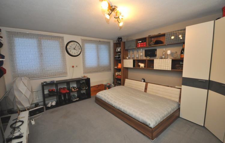 Bastelraum im Sockelgeschoss als Jugendzimmer ausgebaut