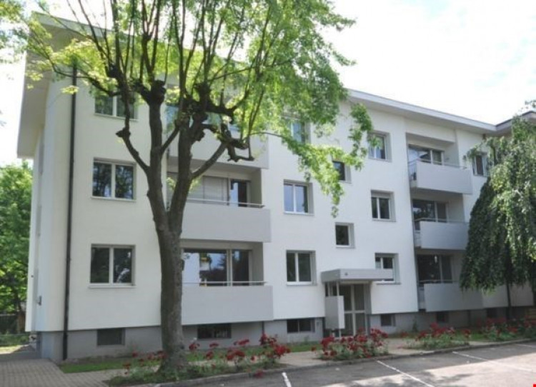 Fassade Ausmattstrasse 8, 4132 Muttenz