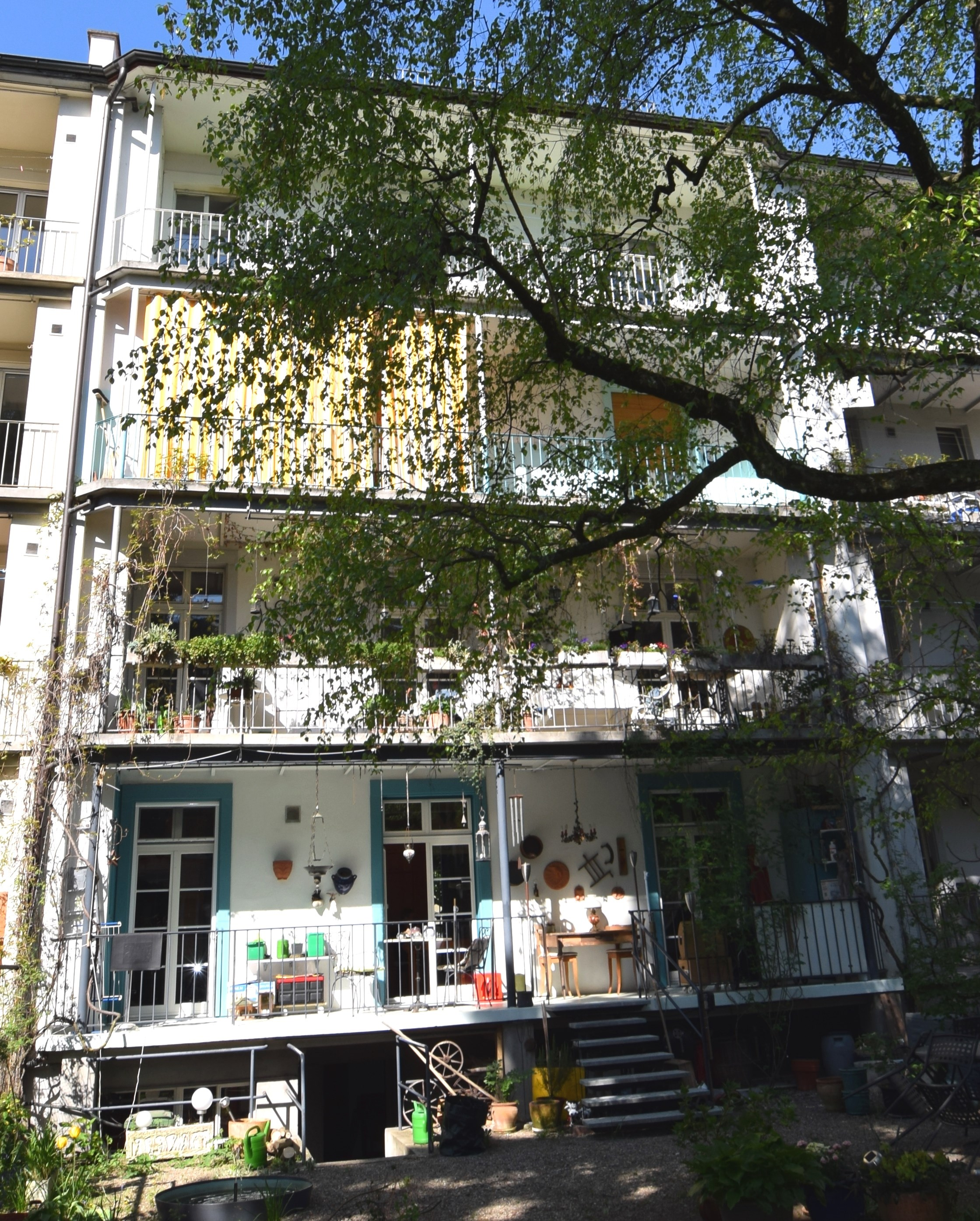 Gartenfassade mit Balkon